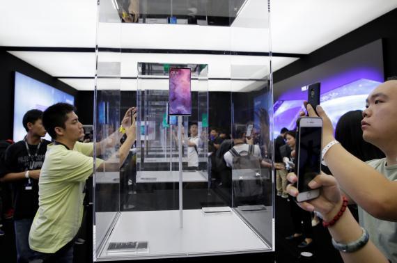 Xiomi presenta un nuevo smartphone.