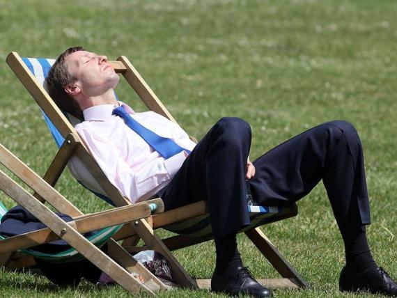 Tener algo de tiempo al aire libre puede ayudar a relajar tu mente.