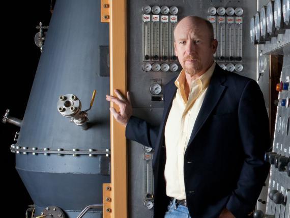 Mike Hart, fundador y CEO de Sierra Energy, está tratando de comercializar una tecnología para convertir los desechos en energía.