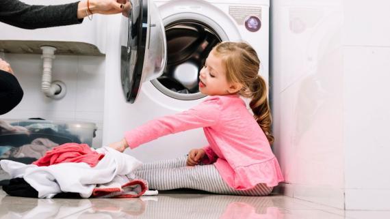 Limpia y desinfecta tu hogar para proteger a los más pequeños con los artículos de limpieza adecuados.