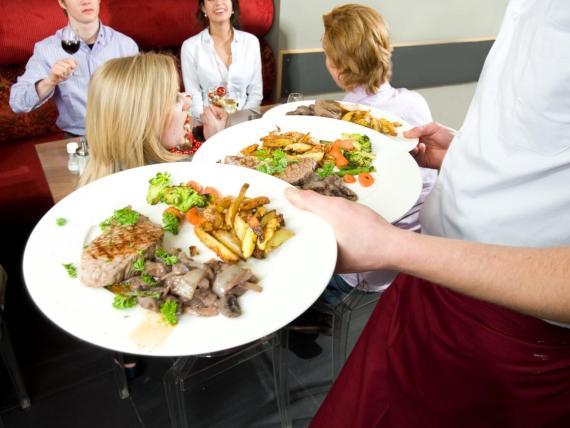 Cenar en un restaurante no es una excusa para ser maleducado.