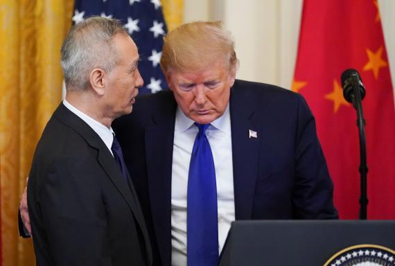 El viceprimer ministro chino, Liu He, y el presidente de los Estados Unidos, Donald Trump.