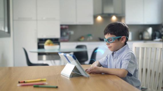 Gafas electrónicas oclusivas con inteligencia artificial.