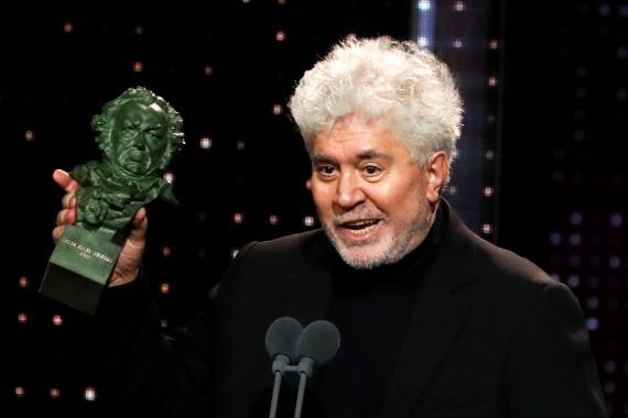 Pedro Almodóvar recoge un Premio Goya.