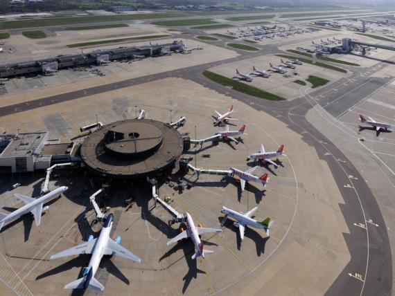 Aviones en el aeropuerto Gatwick de Londres en 2010.