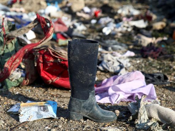 Restos del avión Boeing 737-800 de Ukraine International Airlines siniestrado en Irán.