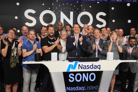 El equipo de Sonos celebrando su salida a bolsa en el Nasdaq.