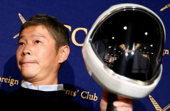 Yusaku Maezawa en una conferencia de prensa en Tokio.