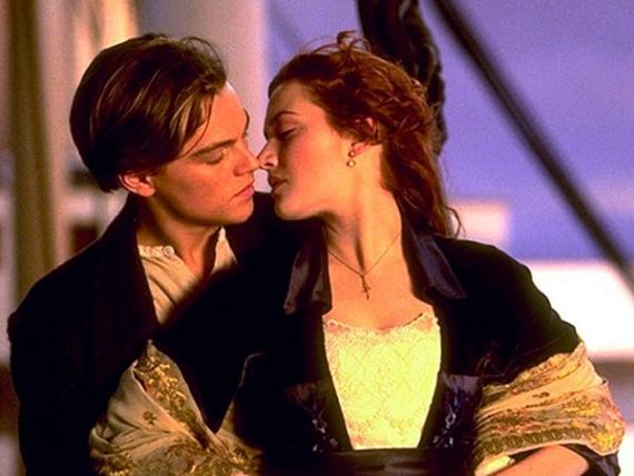 Leonardo DiCaprio y Kate Winslet en Titanic.