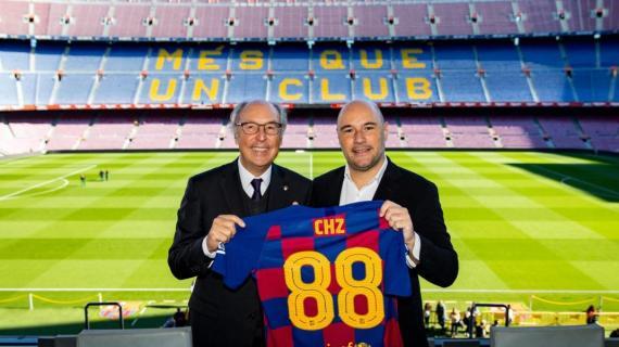 El directivo responsable del Área Comercial del FC Barcelona. Josep Pont, posa junto al CEO y Fundador de Chiliz, Alexandre Dreyfus.