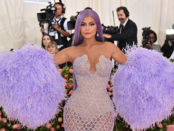 Kylie Jenner tiene un valor estimado de mil millones de dólares.