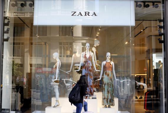 Este body con cremallera es el último top ventas de las rebajas de Zara