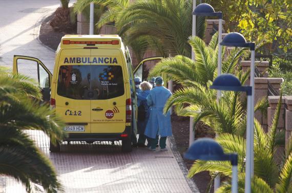 Ambulancia atendiendo un posible caso de coronavirus