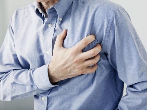 Las personas con altos niveles de troponina I también tenían 4 veces más probabilidades de ser hospitalizadas por fallo cardíaco.