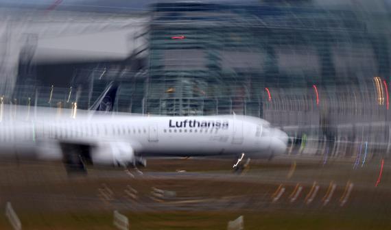 Un avión de la alemana Lufthansa en el aeropuerto de Frankfurt, Alemania.
