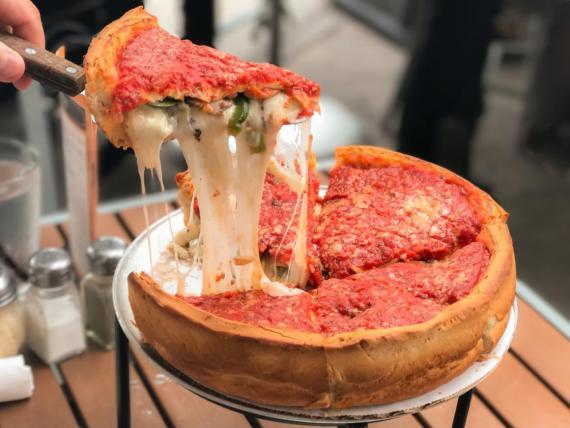 A los amantes del queso les encantará la pizza de Chicago.