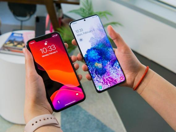 Comparar 2 pantallas de móviles.