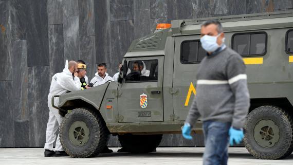 La UME desinfecta un hospital en Asturias.