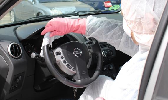 El volante puede acumular más de 100 patógenos por centímetro cuadrado, también cuando no haya COVID-19.