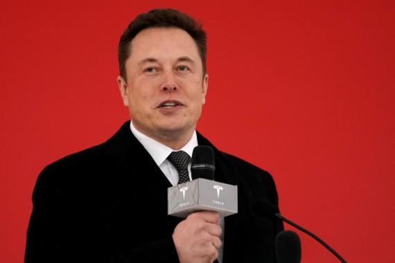 Elon Musk pasa de ridiculizar el miedo al coronavirus a ofrecer sus fábricas para producir respiradores