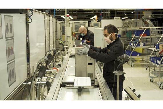 Fábrica de Seat adaptada para hacer respiradores asistidos.