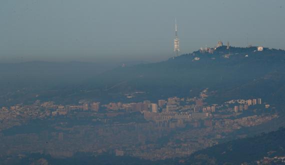 Imagen de la capa de contaminación sobre la ciudad de Barcelona