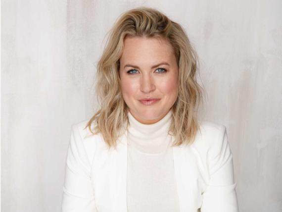 Mae Karwowski es la fundadora y CEO de Obviously.