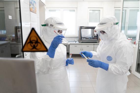 Médicos analizando coronavirus.
