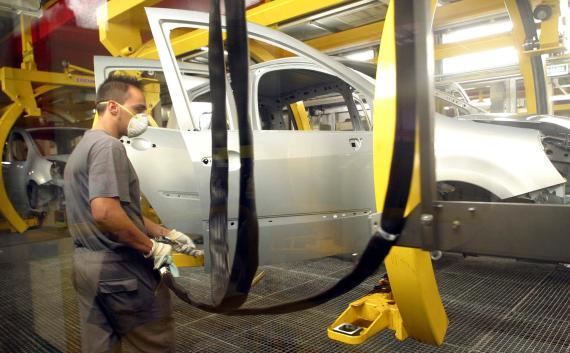 Un trabajador de la fábrica de SEAT en Martorell