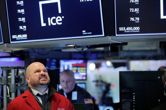 Trader en Wall Street lamentándose de las cotizaciones.