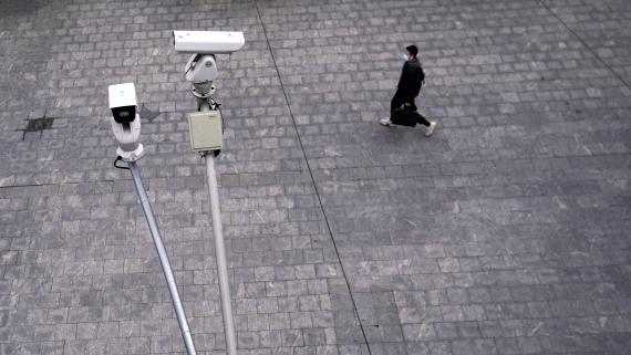 Unas cámaras de vigilancia en China, a finales de febrero, en pleno brote de coronavirus.