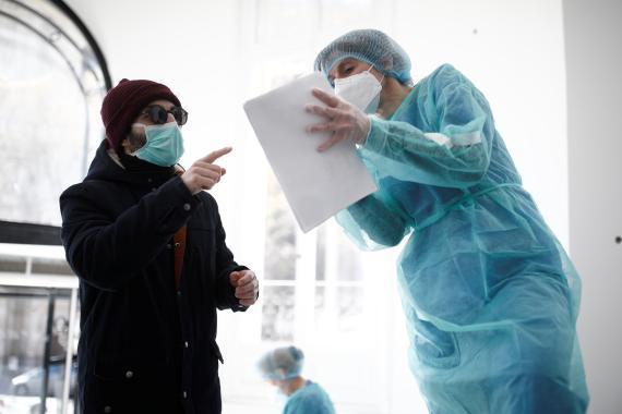 Atención médica al coronavirus en París.