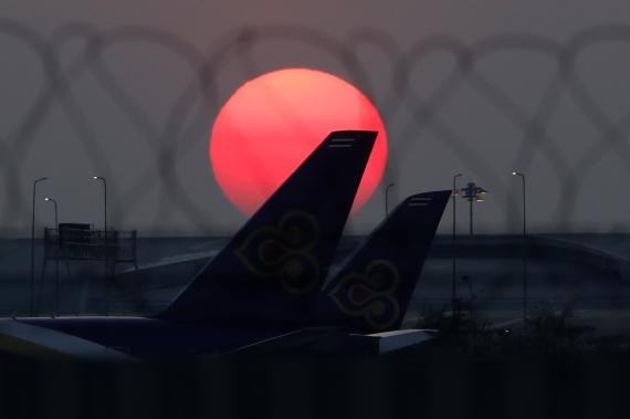 Aviones de Thai Airways en el aeropuerto de Suvarnabhumi, Bangkok, Tailandia.