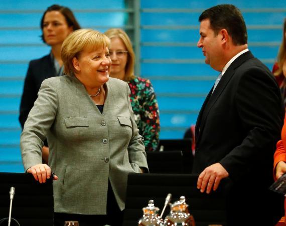 La canciller alemana, Angela Merkel, y el ministro de Trabajo alemán, Hubertus Heil.