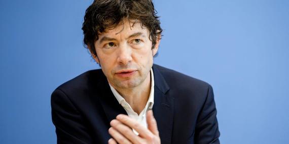 Christian Drosten, director del Instituto de Virología del hospital Charite de Berlín, en una conferencia de prensa el 9 de marzo de 2020.