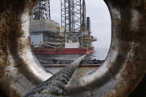 Así se está desplomando el precio del petróleo