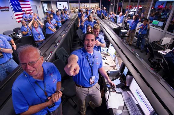 El equipo de la NASA encargado del Curiosity celebra su exitoso aterrizaje en Marte.