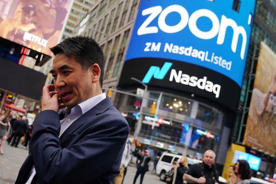 Eric Yuan, CEO de Zoom, tras la ceremonia por la que su compañía empezó a cotizar en NASDAQ.