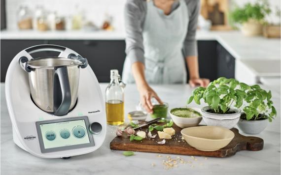 ¿Merece la pena la Thermomix? 5 robots de cocina más baratos e inteligentes