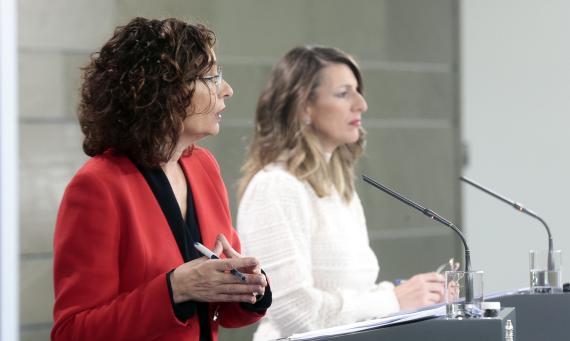 La ministra de Hacienda, María Jesús Montero, y la de Trabajo, Yolanda Díaz