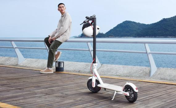 Nuevo patinete eléctrico Xiaomi Mi Electric Scooter 1S, con carga más rápida y nueva pantalla