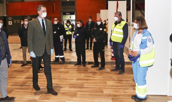 El Rey de España Felipe VI visita un hospital militar instalado en el centro de conferencias IFEMA