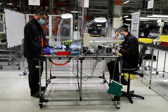 Trabajadores en la fábrica de Seat en Martorell