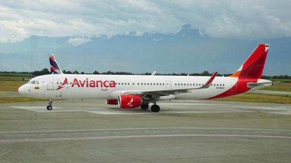Un avión de la colombiana Avianca en el Aeropuerto Internacional Alfonso Bonilla Aragón de Palmira, Colombia.