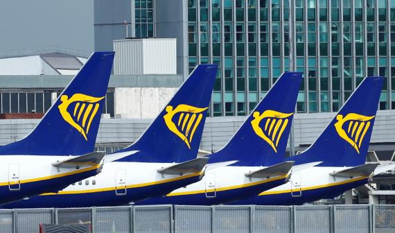 Aviones de Ryanair en el Aeropuerto de Dublín, Irlanda.