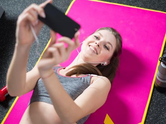 Muchas personas presumen de cómo llevan su cuarentena en redes sociales y consumir este contenido puede ser dañino para tu salud mental.