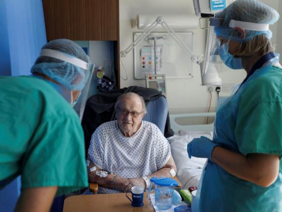 Coronavirus patient George Gilbert, 85 who is part of a drug trial, is treated at Addenbrooke's hospital in Cambridge, Britain May 21, 2020.