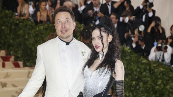 Elon Musk y Grimes en la gala de los premios MET en 2018.