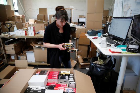 Una empleada de Amazon en Francia.