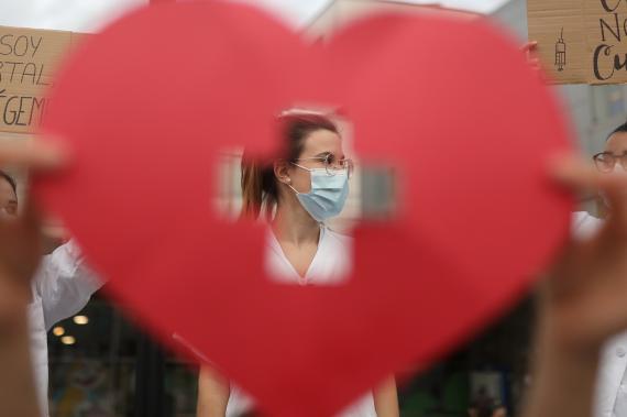 Una enfermera en el Hospital Vall d'Hebron de Barcelona